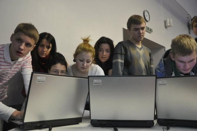 Eesti noored muudavad IT ÖÖL koolielu põnevamaks