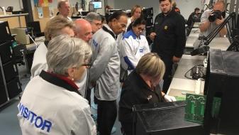 Eesti aukonsulid külastasid täna Saaremaa suurimat elektroonikatööstust