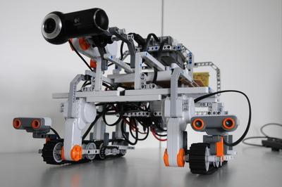Legorobootika MM-le sõitvad koolinoored teevad TTÜ Robotoklubis proovivõistluse