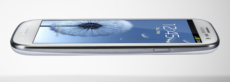 Samsung Galaxy SIII: 4.8″ HD Super AMOLED ekraan, 4 tuumaline protsessor