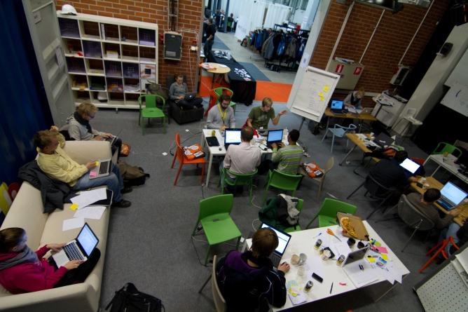 TÜ ja Garage48 viivad nädalases praktilises ettevõtluslaagris kokku üliõpilased idufirmade ettevõtjatega