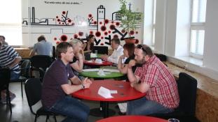 """Loomeinkubaatori ärikiirkohtingul """"Ringliiklus"""" sai väärtuslikku nõu ligi 30 noort ettevõtet"""