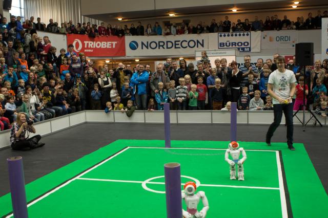 Robotex NAO humanoid jalgpall