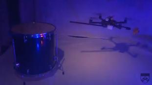 Mini helikopterid mängivad James Bondi tunnuslugu (Video)