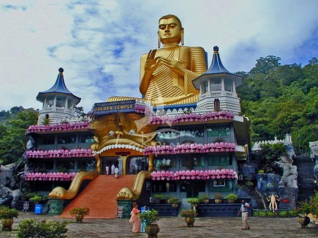 dambulla-cave-temple-sri-lanka