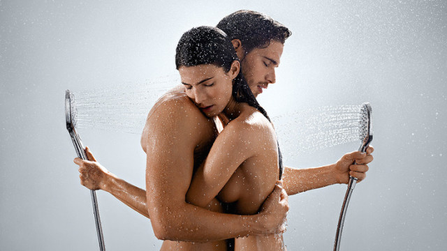hg_raindance-select-hand-shower-couple_1154x650_rdax_730x411
