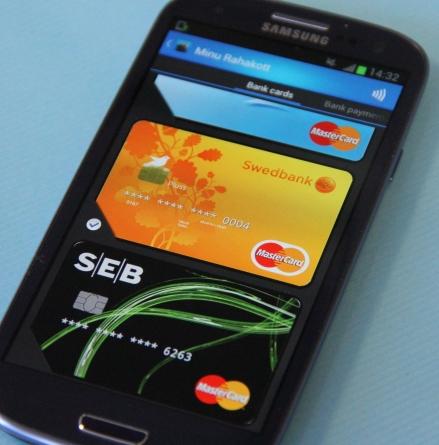 """EMT alustab tänasest """"Pangakaart mobiiltelefonis"""" avalikku pilootprojekti"""