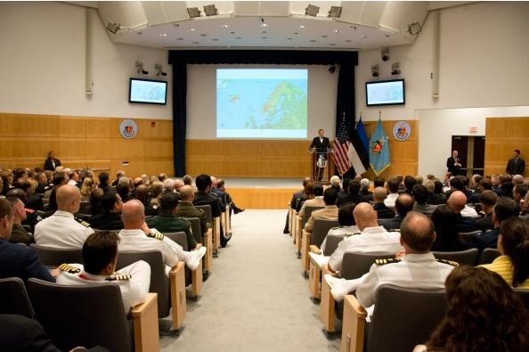 President Toomas Hendrik Ilves esines USA riiklikus sõjaülikoolis aulaloenguga julgeolekust ja kaitsest 21. sajandi maailmas  © Katie Lewis (National Defense University)