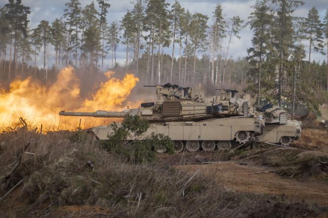 Abrams tankid lasid esimest korda keskpolügoonil